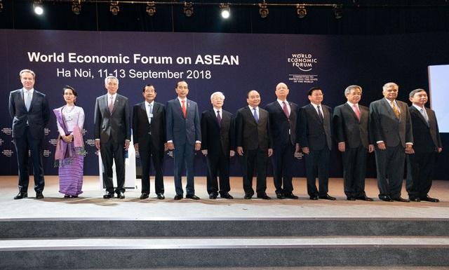 Tổng Bí thư Nguyễn Phú Trọng, Thủ tướng Nguyễn Xuân Phúc cùng các nhà lãnh đạo ASEAN và các quan chức WEF tham gia phiên khai mạc WEF ASEAN tại Hà Nội sáng ngày 12/9.