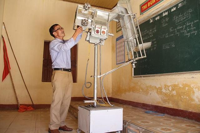 Sản phẩm dày công mày mò nghiên cứu đã mang lại niềm vui không nhỏ đối với hai thầy giáo trường làng.
