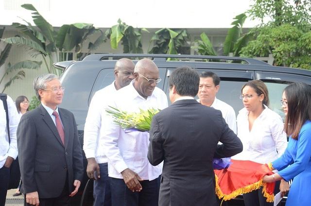 Ông Salvador Valdés Mesa - Ủy viên Bộ Chính trị, Phó Chủ tịch Thứ nhất Hội đồng Nhà nước và Hội đồng Bộ trưởng nước Cộng hòa Cuba đến thăm Bệnh viện Hữu nghị Việt Nam – Cuba Đồng Hới
