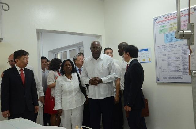 Phó Chủ tịch thứ nhất Cuba thăm Bệnh viện Hữu nghị Việt Nam - Cuba Đồng Hới - 3