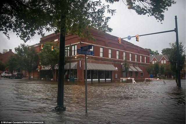 Một khu vực bị ngập sâu vì mưa lớn do ảnh hưởng của bão Florence tại thành phố New Bern, bang Bắc Carolina.