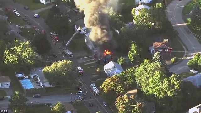 Các vụ nổ bị nghi là do vỡ đường ống khí đốt trong khu vực. Tuy nhiên, giới chức chưa xác nhận nguyên nhân của các vụ nổ.