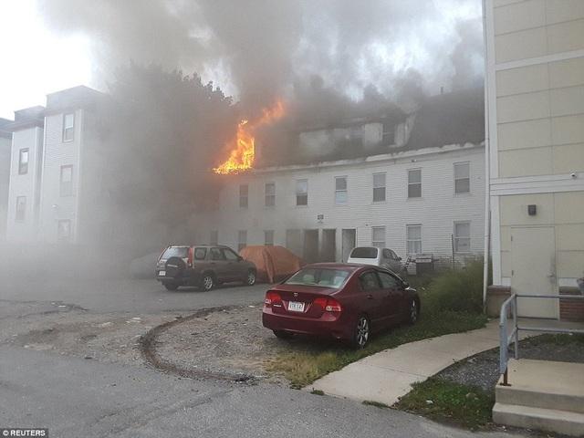 Các vụ cháy nổ đã khiến nhiều người phải sơ tán.