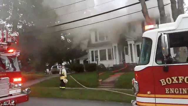 Theo Reuters, các vụ cháy nổ kéo dài trong vài giờ liền, khiến các ngôi nhà bị cháy hoặc đổ sập.