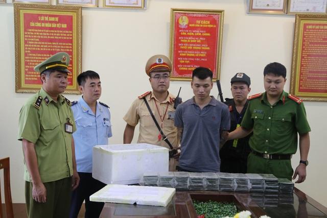 Đối tượng Tô Minh Tiến cùng tang vật là 39 bánh heroin