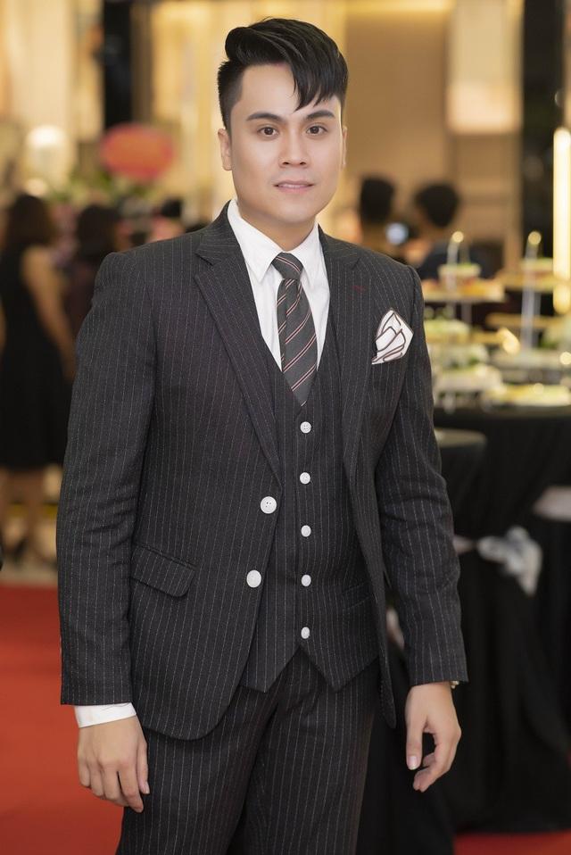 Ngoài ra còn có sự xuất hiện của MC Thái Dũng (trong ảnh), MC Huyền Sâm, ca sĩ Đinh Hiền Anh,...