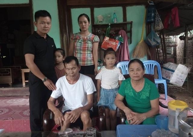 Ông Bình bên gia đình sau gần 30 năm là liệt sĩ