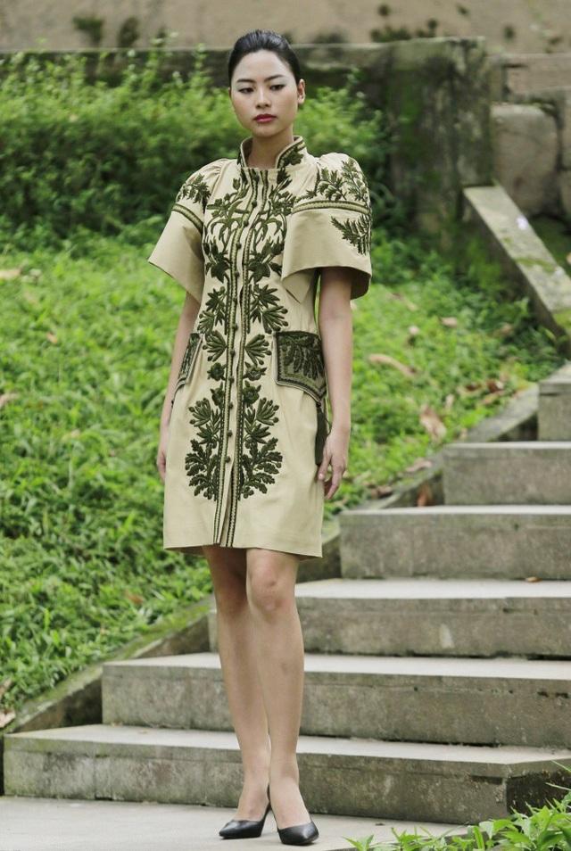 NTK Minh Hạnh bật mí, một số trang phục trong BST của các NTK giới thiệu tại Tuần lễ Thời trang năm nay đã ngay lập tức được khách hàng đặt mua.
