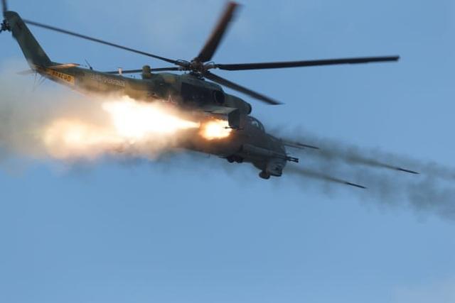 Quy mô của tập trận Vostok-2018 gấp đôi cuộc tập trận Vostok-2014 khi chỉ có 155.000 binh sĩ tham gia. Trong ảnh: Trực thăng tấn công Mil Mi-24P tham gia tập trận Vostok 2018. (Ảnh: TASS)