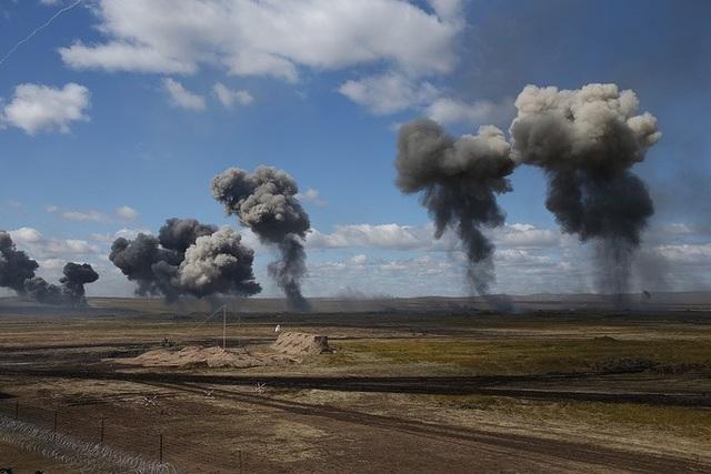 Tổng cộng có khoảng 300.000 binh sĩ tham gia tập trận Vostok-2018, ngoài ra còn có hơn 1.000 máy bay, trực thăng và máy bay không người lái. (Ảnh: TASS)