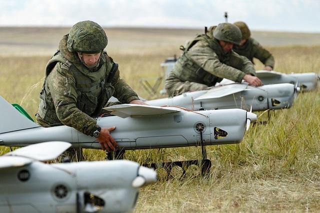 Cận cảnh dàn máy bay không người lái Orlan-10 của Nga. (Ảnh: TASS)