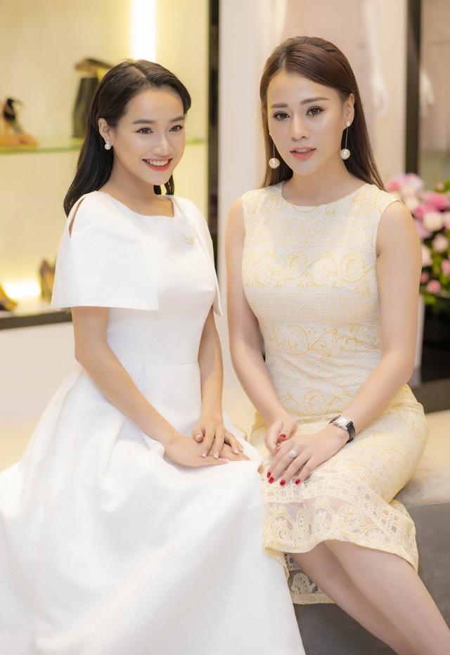 Phương Oanh có dịp đọ nhan sắc với bà xã tương lai của Trường Giang.