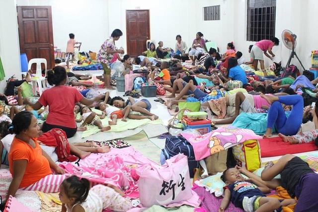 Chính quyền Philippines đã sơ tán hơn 9.000 người tới các trại trú ẩn tạm thời, đồng thời cảnh báo 5,2 triệu người sống ở những khu vực nằm trên đường đi của bão Mangkhut ở trong nhà để giữ an toàn. (Nguồn: Reuters)