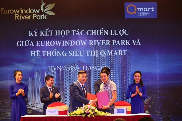 """Đại diện Eurowindow Holding và siêu thị QMart """"bắt tay"""" ký kết, đánh dấu sự hợp tác tại dự án Eurowindow River Park"""