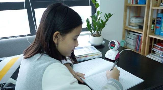 Theo chị Hường, thứ nhất, tính an toàn luôn được chị chú trọng khi mua đồ chơi, đồ dùng cho con. Captain Eye được sản xuất từ nguyên liệu nhựa cao cấp, vượt qua những quy định quốc tế nghiêm ngặt nhất về an toàn chất lượng nên đây là sản phẩm tuyệt đối an toàn cho trẻ em.