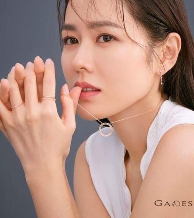 """""""Chị đẹp"""" Son Ye Jin chia sẻ bí quyết giữ gìn vẻ đẹp """"trẻ mãi không già"""" - 5"""