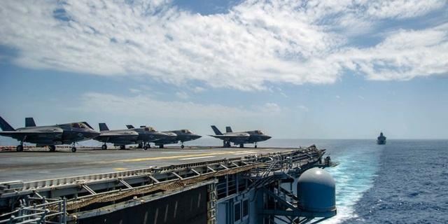 Máy bay F-35B trên tàu sân bay USS Essex của Mỹ (Ảnh: US Navy)