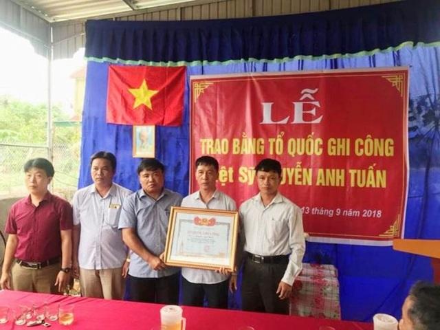 Lễ trao bằng Tổ Quốc Ghi Công cho Liệt sĩ Nguyễn Anh Tuấn.