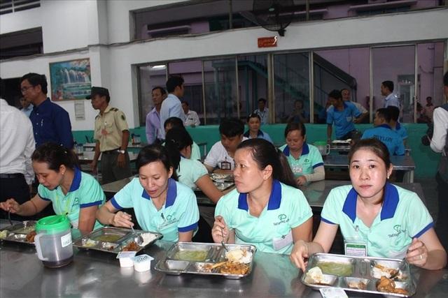 TƯLĐTT có chất lượng giúp nâng cao chất lượng bữa ăn giữa ca cho công nhân. Ảnh: PV