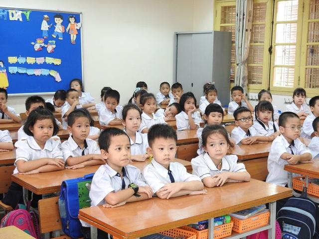 Học sinh của một trường tại Cầu Giấy, Hà Nội trong năm học trước. (Ảnh: Đ.T).
