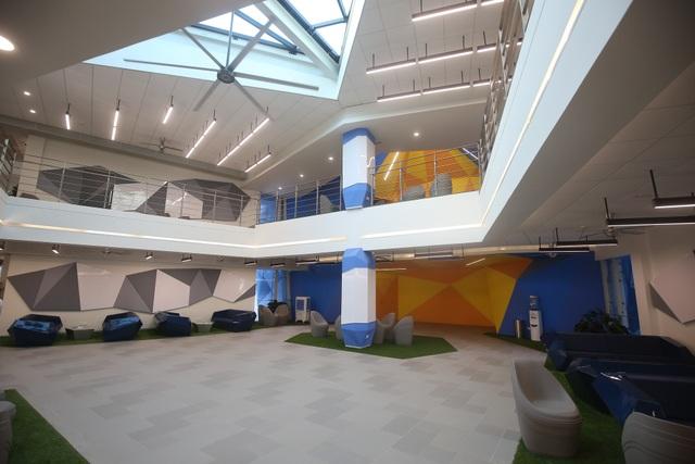 Trong đó, không gian trường học đa dạng gồm các phòng học, lớp học truyền thống, khu vực học tập tự do