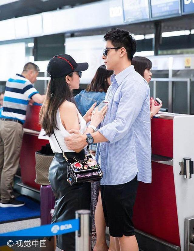 Lý Băng Băng và bạn trai kém 16 tuổi Hứa Văn Nam không còn xuất hiện thường xuyên bên nhau trong thời gian gần đây. Lý Băng Băng luôn đi du lịch và tham dự sự kiện một mình. Cô từ chối nói về chuyện tình cảm.