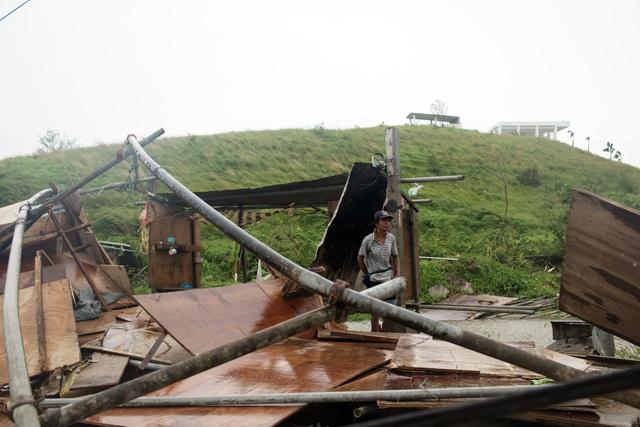 Nhà cửa bị đổ sập do bão Mangkhut tại Tuguegarao (Ảnh: Bloomberg)