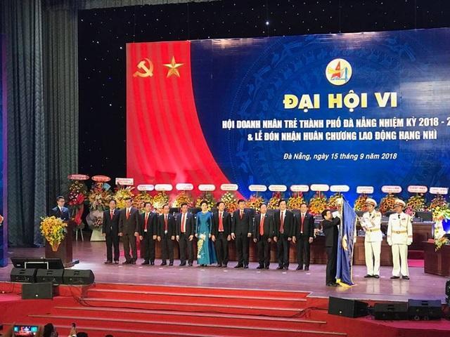 Hội doanh nhân trẻ Đà Nẵng nhận Huân chương lao động hạng nhì nhân dịp đại hội lần thứ 6