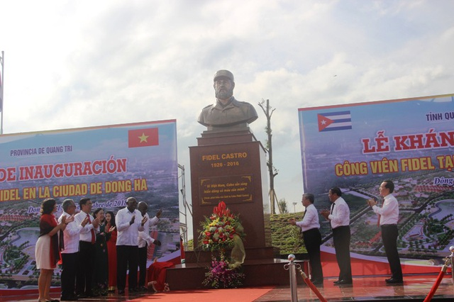 Bức tượng Chủ tịch Fidel Castro đặt giữa công viên