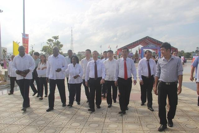 Lãnh đạo 2 nước tham quan công viên Fidel
