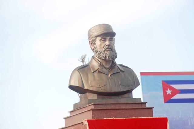 Bức tượng bán thân của vị lãnh tụ Cuba