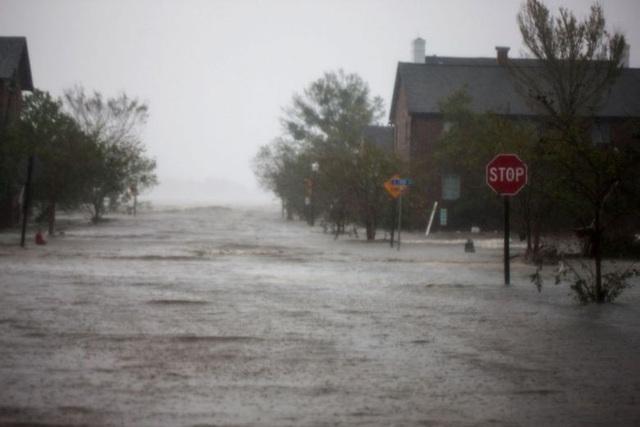 Bão Florence được dự báo sẽ di chuyển chậm và có thể trút lượng nước kỷ lục xuống Bắc và Nam Carolina. Một số nơi nước có thể lên tới 1m.