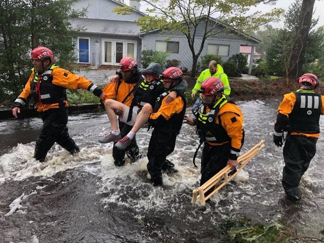 Bão Florence đổ bộ vào Carolina đã gây ra mưa lớn, gió mạnh và khiến các con sông bị vỡ bờ.