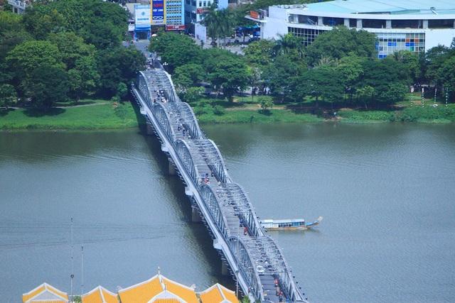 Cảnh sông Hương và cầu Trường Tiền đã đi vào biểu tượng đại diện cho cố đô Huế