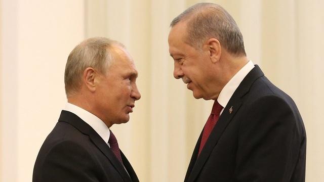 Tổng thống Nga Vladimir Putin (trái) và người đồng cấp Thổ Nhĩ Kỳ Recep Tayyip Erdogan (Ảnh: CGTN)