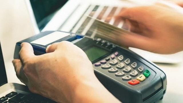 Bộ Tài chính nêu rõ việc khách hàng ngang nhiên thanh toán bằng đồng Nhân dân tệ hoặc thanh toán qua thẻ bất hợp pháp.