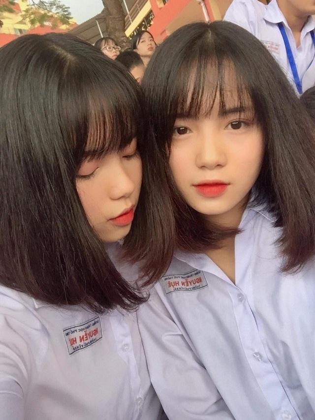 Đó là Nguyễn Thanh Hằng và Nguyễn Thanh Nga (sinh năm 2002). Hằng và Nga hiện đang là học sinh lớp 11 trường THPT Nguyễn Huệ (Yên Bái).