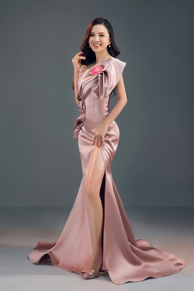 Thảo Vy đang theo học ngành Kinh doanh Quốc tế, trường Đại học RMIT. Người đẹp cũng lọt top 3 Người đẹp Du lịch - phần thi phụ nằm trong khuôn khổ Hoa hậu Việt Nam 2018.