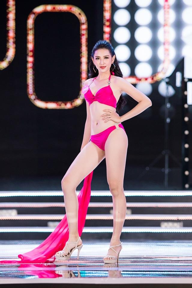 """Màn trình diễn áo tắm """"đốt mắt"""" người xem của Hoa hậu Việt Nam - 4"""