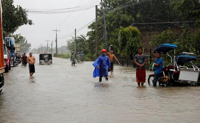 Cố vấn tổng thống Philippines Francis Tolentino cho biết phần lớn các nạn nhân thiệt mạng trong các vụ sạt lở đất hoặc trong những ngôi nhà bị siêu bão tàn phá. (Ảnh: Reuters)