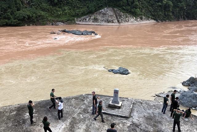 Cột mốc 18.2 - nơi con sông Đà hòa cùng dòng Nậm Na trên đất Việt.