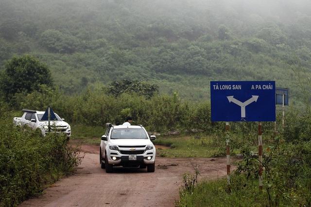 Đường lên đỉnh Khoan La San, nơi có cột mốc không số nơi ngã ba biên giới.