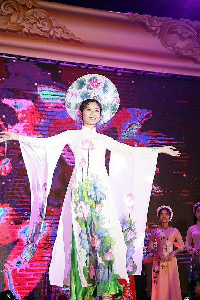 Hoàng Phượng Mai giành giải Đại sứ thân thiện khi thể hiện sự hòa đồng, dễ mến của mình trong suốt quá trình dự thi Ngày hội Anh tài