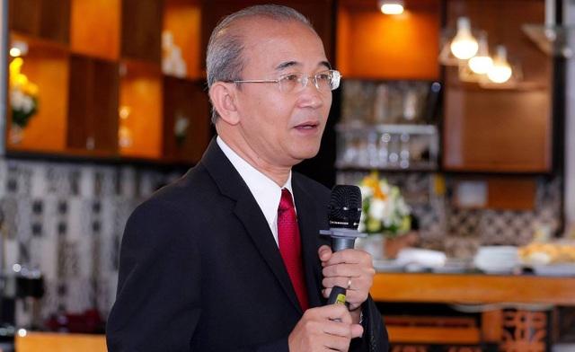 Chuyên gia Đỗ Hoà cho rằng, khi thị trường đã xuất hiện những đối thủ rất mạnh với các chiêu khuyến mại rất lớn thì cánh cửa cho các doanh nghiệp khác ngày càng hẹp lại.