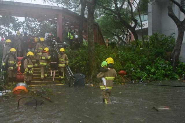 Trước khi càn quét Hong Kong, bão Mangkhut đã tàn phá nhiều đảo của Philippines và cướp đi sinh mạng của ít nhất 25 người.