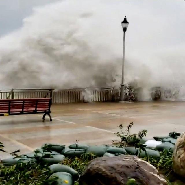 Hiện vẫn chưa có con số thống kê cụ thể về số người thiệt mạng và bị thương do bão Mangkhut tại Hong Kong.