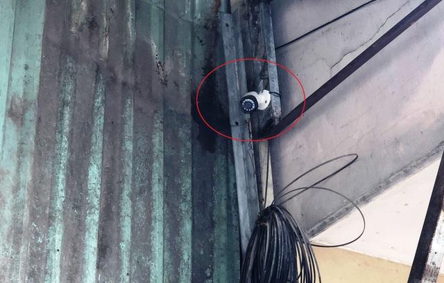 Chiếc camera an ninh của một hộ dân chỉ ghi lại dấu vết mờ ảo liên quan đến các tên cướp. Tuy nhiên bằng tinh thần trách nhiệm và nghiệp vụ sắc bén, Công an quận Tân Phú đã nhanh chóng bắt giữ các đối tượng.
