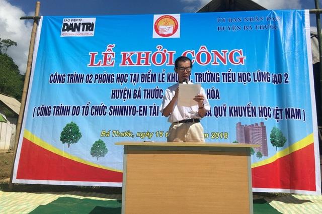 Nhà báo Phan Duy Thảo, Trưởng đại diện báo Dân trí văn phòng Bắc miền Trung phát biểu tại buổi lễ khởi công