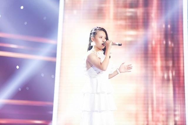 Cô bé Minh Ngọc trở lại sân khấu Giọng hát Việt nhí với giọng hát ngày càng lợi hại.