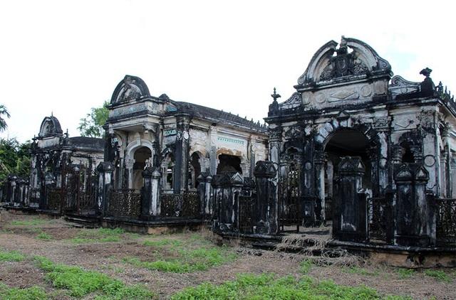 Khu mộ cổ rộng hơn 1.000m2 đẹp như cung điện ở huyện Phong Điền (Cần Thơ)